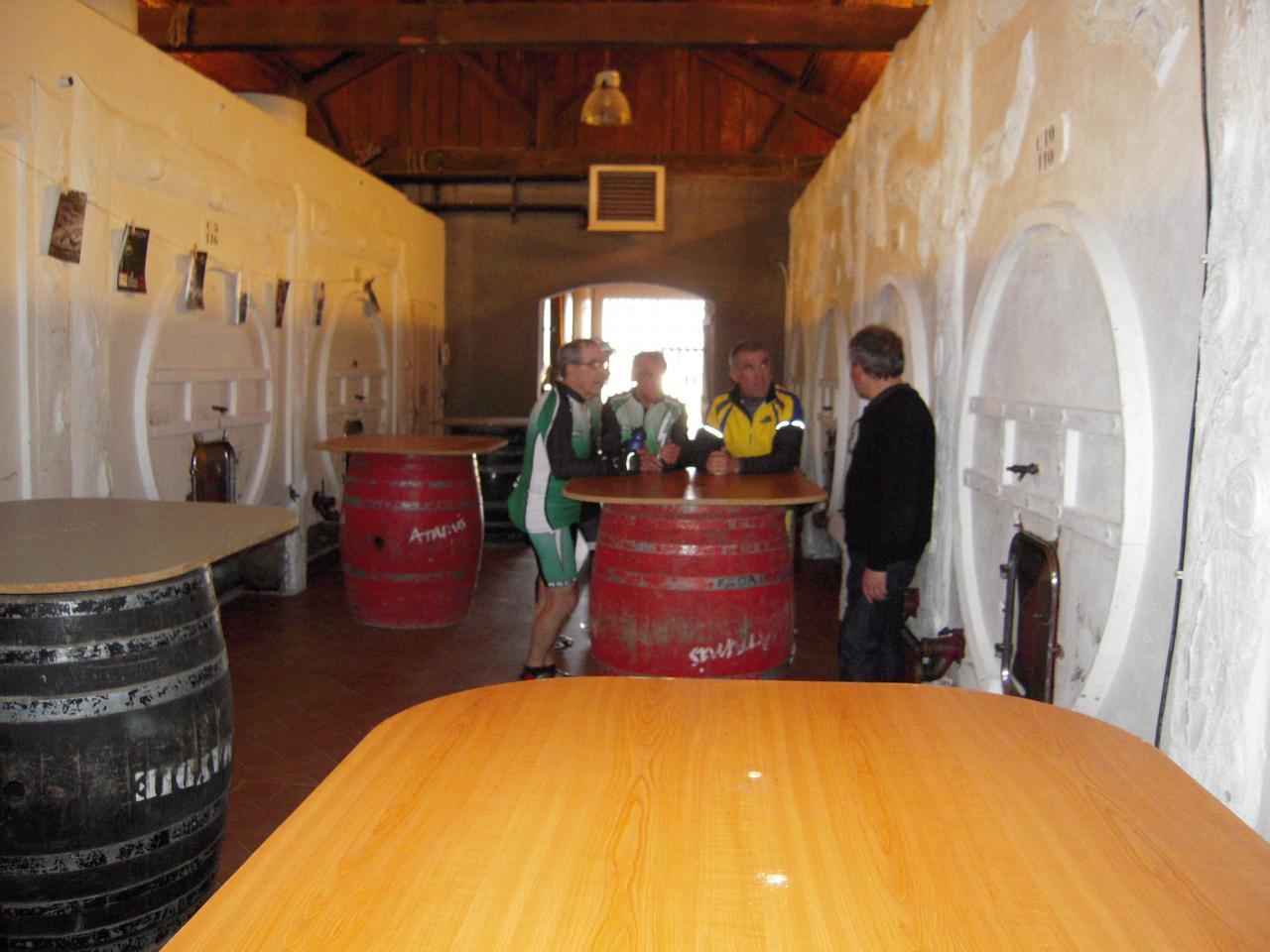 Visite du chai de la famille Laplace à Aïdie